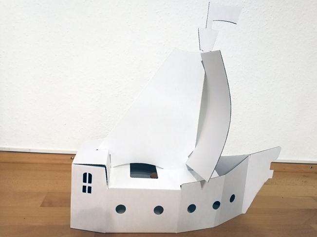 Piratenschiff aus Bastelkarton