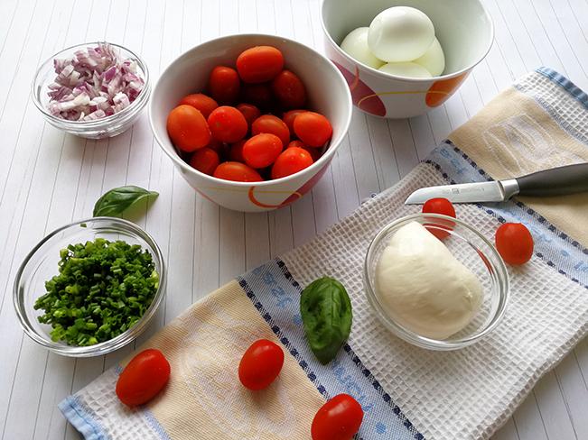 Tomaten-Mozzarella-Eier-Salat