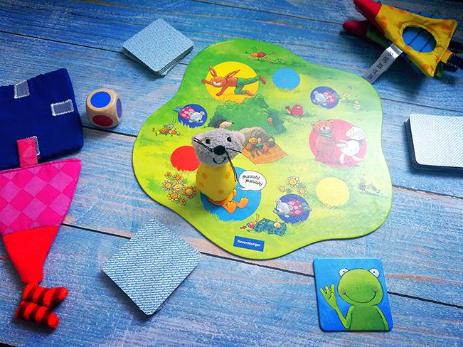 Mäuschen Pia auf dem Spielfeld