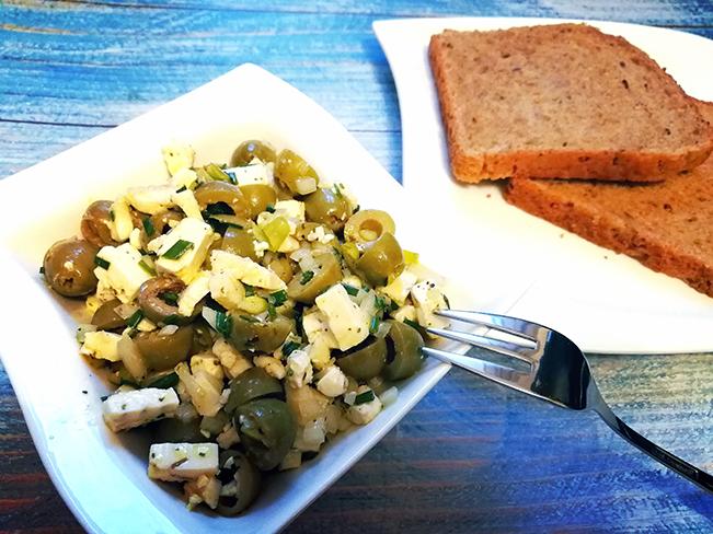 Oliven-Schafskäse-Salat