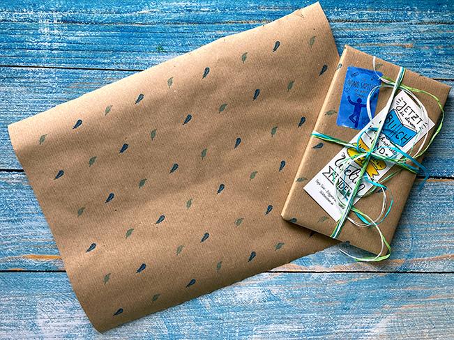 Gestempeltes Geschenkpapier